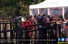 Suasana Loket Penjualan Tiket Laga Indonesia Vs Taiwan - JPNN.com