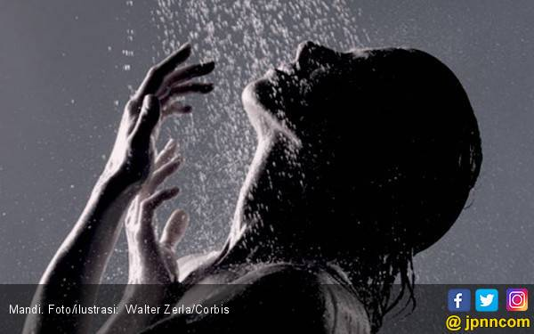 Inilah Alasan Mandi Air Dingin Bisa Meningkatkan Metabolisme Anda - JPNN.com