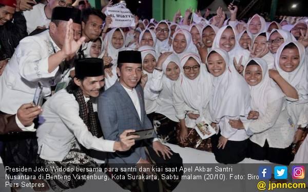 Jokowi Segera Diangkat Jadi Bapak Santri Indonesia - JPNN.com