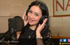 Putri Juby Senang Delon Bakal Bercerai dengan Yeslin Wang - JPNN.com