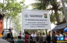 Warga Girang, Akhirnya Jalan Parsial 19 Pakuhaji Ditutup - JPNN.com