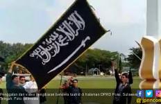 Viral, Video Bendera Tauhid Berkibar di Halaman DPRD - JPNN.com