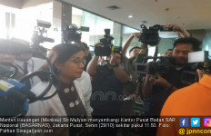 Tiba di Kantor Basarnas, Wajah Sri Mulyani Berkaca-kaca - JPNN.com