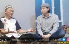Sang Ustaz Beber Alasan Roger Danuarta Jadi Mualaf - JPNN.com