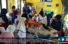 Puluhan Murid Madrasah Tumbang Usai Minum Obat Kaki Gajah - JPNN.com