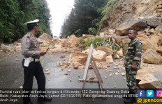 Ruas Jalan Utama Banda Aceh – Meulaboh Tertimbun Longsor - JPNN.com