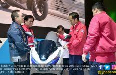 Jokowi Menyambangi Lokasi Pameran IMOS 2018 - JPNN.com
