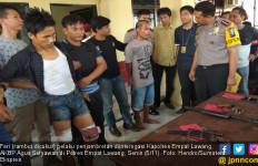 Apes, Penjambret Tabrak Mobil Saat Kabur dari Kejaran Polisi - JPNN.com