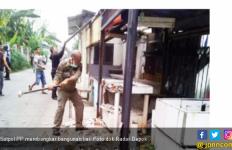 Lempar Mobil Satpol PP dengan Batako, Pemulung Ditangkap - JPNN.com