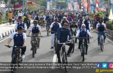 Menpora Gowes Sepeda Sambil Nikmati Keindahan Kota Kebumen - JPNN.com