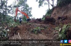 Longsor Timbun Jalan Lintas Geumpang - Tutut Gampong Bangkeh - JPNN.com