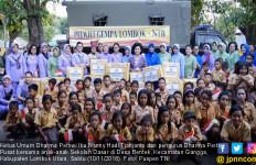 Dharma Pertiwi Bantu Perlengkapan SD di Lombok Utara - JPNN.com