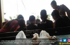 4 Cowok dan 1 Cewek Berbuat Tidak Terpuji di Rumah Kosong - JPNN.com