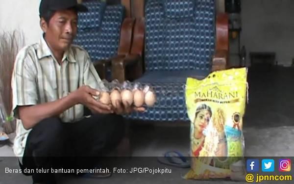Warga Buang Bantuan Beras dan Telur dari Pemerintah - JPNN.com