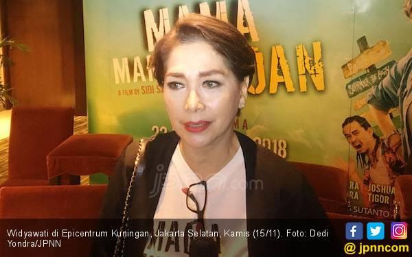Widyawati Sempat Kesal Perankan Mama Tomboi - JPNN.com