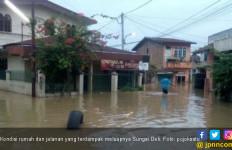 Sungai Cikeas Meluap, 3 Perumahan di Kota Bekasi Terendam - JPNN.com