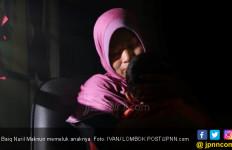 Sujud Syukur, Baiq Nuril Mau Temui Jokowi demi Ambil Keppres Amnesti - JPNN.com