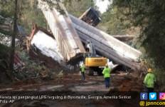 Kereta Api Terguling, Satu Kota Dievakuasi - JPNN.com
