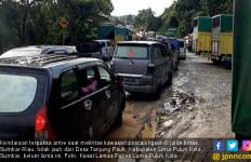Perbaikan Jalan Longsor di Lintas Sumbar-Riau Dinilai Lamban - JPNN.com