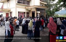 Mahasiswa UGP Gelar Aksi Unjuk Rasa Dan Menyegel Biro Rektor - JPNN.com