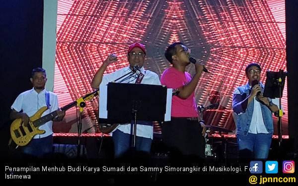 Pak BKS Tebar Pesona di Depan Milenial Pengunjung Musikologi - JPNN.com
