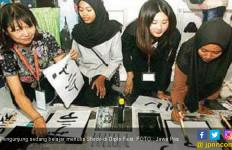 Asyiknya Menulis Shodo di Diplo Fest - JPNN.com