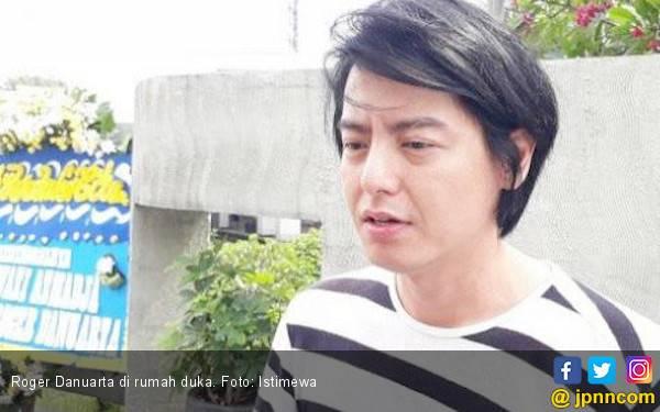 Tulis Pesan Haru, Roger Danuarta Buktikan Sudah Mualaf - JPNN.com
