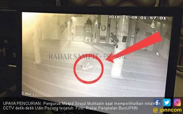 Mirip Film Azab, Maling Luka Parah usai Jatuh Dari Masjid - JPNN.com