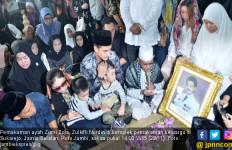 Ratusan Pelayat Lepas Bang Zul ke Peristirahatan Terakhir - JPNN.com