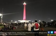 Pemuda Berseragam FPI Sisir Sampah Jelang Aksi 212 di Monas - JPNN.com