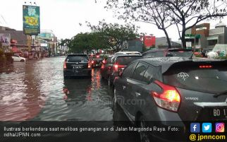 Kiat Aman Berkendara Saat Menerabas Banjir Jakarta