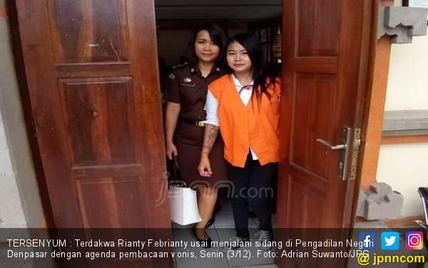 Senyum Rianty Usai Dijatuhi Hukuman 2 Tahun Bui - JPNN.com