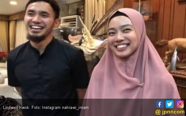 Lihat, Lindswell Kwok Pakai Jilbab, Cantiknya - JPNN.com