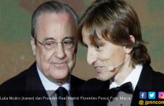 Raih Ballon d'Or 2018, Modric Pengin Pensiun di Real Madrid - JPNN.com