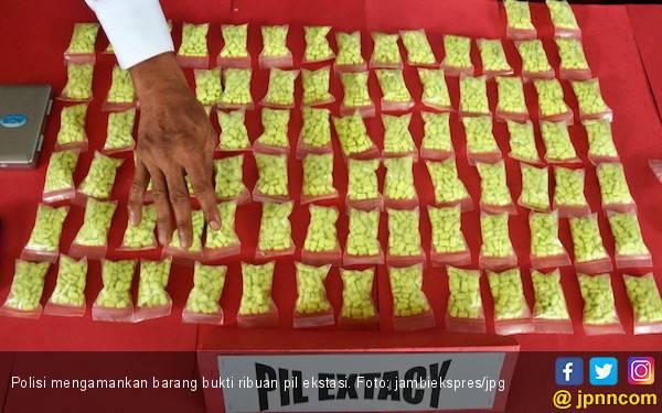 Gerebek Kampung Ambon, Polisi Sita Ribuan Butir Ekstasi - JPNN.com