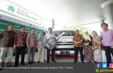 Toyota Hiace Bantu Konservasi Spesies Burung Langka - JPNN.com