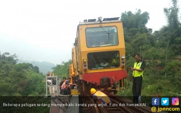Kereta Anjlok, KAI Minta Maaf - JPNN.com