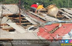 Habis Mandi, Tiba-Tiba Puting Beliung Datang - JPNN.com