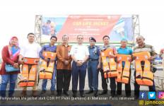 Dukung Keselamatan, Pelni Bagikan Life Jacket ke Pelra - JPNN.com