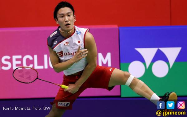 Satu Kaki Kento Momota Injak Semifinal BWF World Tour Finals - JPNN.com