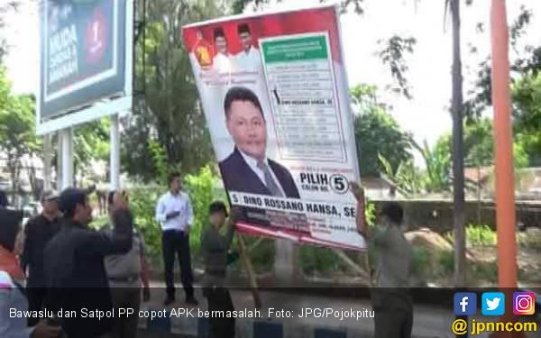Capek Cuy! Bawaslu Copot 2.084 Atribut Kampanye Bermasalah - JPNN.com