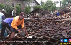 Jelang Resepsi Nikah, Tenda Malah Disikat Puting Beliung - JPNN.com