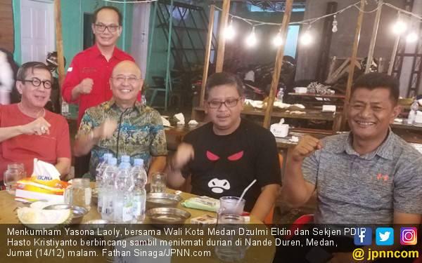 Kala Hasto dan Yasonna Habiskan Malam dengan 80 Durian - JPNN.com
