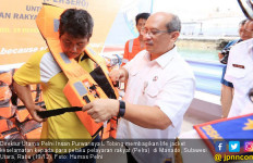 Jelang Nataru, Pelni Kembali Bagikan Life Jacket di Manado - JPNN.com