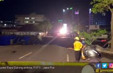 Mencekam, Detik-Detik Amblesnya Jalan Gubeng - JPNN.com