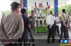 Polisi Gerebek SPBU Nakal dan Tengkulak - JPNN.com
