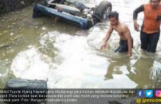 Gegara Jalan Berlubang, Mobil Masuk Parit, 5 Orang Tewas - JPNN.com