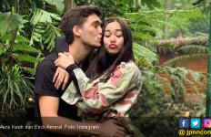 Aura Kasih Ungkap Alasan Menghapus Foto Suami di IG - JPNN.com