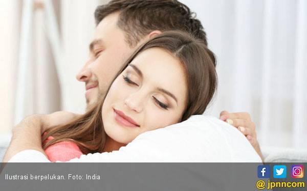 Berpelukan usai Bertengkar Bisa Membuat Perasaan Lebih Baik - JPNN.com