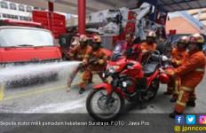 Petugas Pemadam Kebakaran tak Libur Lebaran, Tetap Bersiaga - JPNN.com